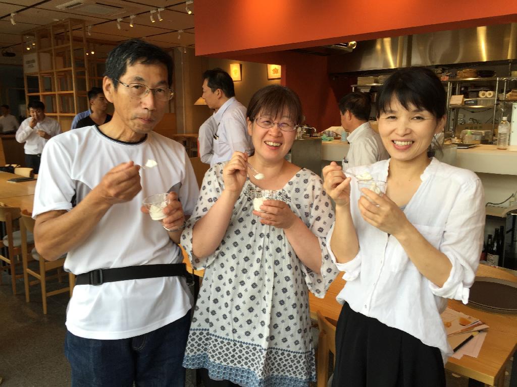 左から稲野さん、三浦陽子さん、cotocoto店長真鍋さん